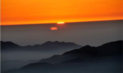 总面积9807平方公里.黄山风景区是中国著名风景区之一,世界游览胜地.